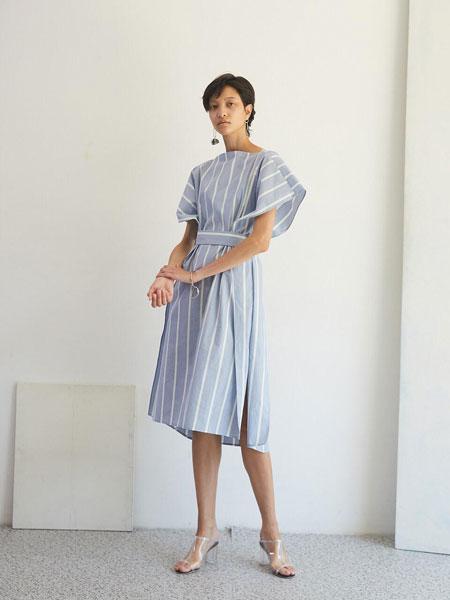 EKHON国际品牌品牌2020春夏经典前后可穿腰带装饰方形无袖衬衫连衣裙