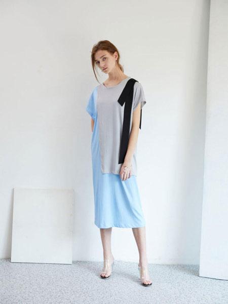 EKHON国际品牌品牌2020春夏宽松圆领撞色拼接拼条装饰短袖连衣裙_蓝色
