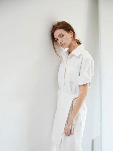 EKHON国际品牌品牌2020春夏宽松隐形扣口袋拼接绑带前襟短袖衬衫连衣裙_白色