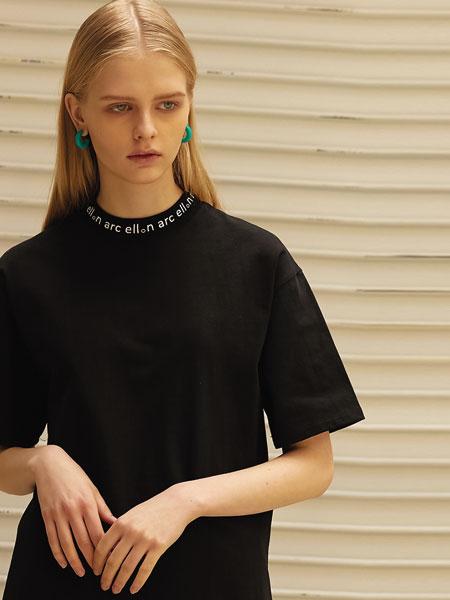 ELLONARC国际品牌品牌2020春夏经典衣领处字母印染女士半高领短袖