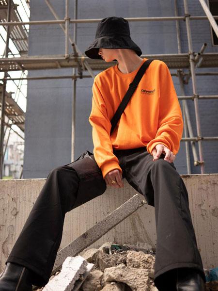 EVANLAFORET国际品牌品牌2019秋冬宽松DIFFERENT字母印染男女同款圆领卫衣_红黄色