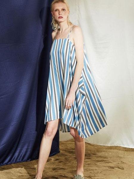 HAEKIM国际品牌品牌2020春夏吊带条纹宽大连衣裙_蓝色条纹