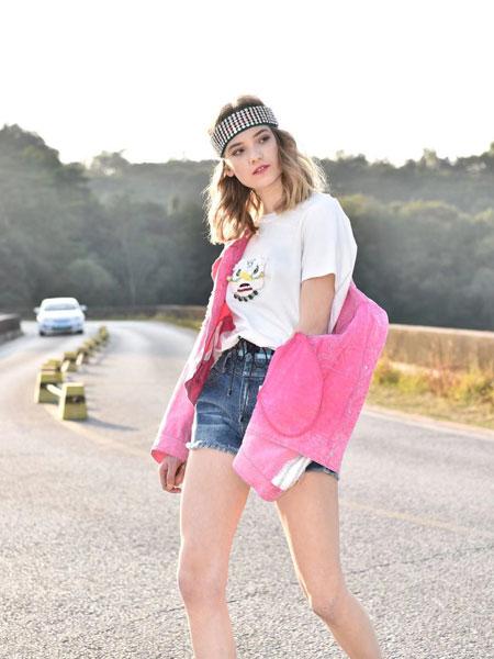 AttinaLife阿缇娜女装品牌2020春夏新款白色图案上衣
