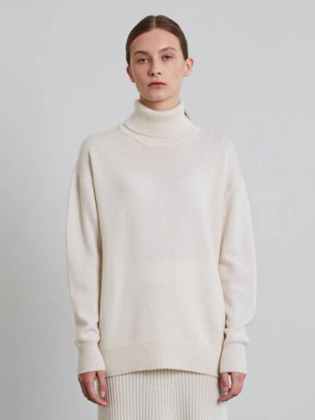 JENNY PARK国际品牌品牌高领保暖毛衣