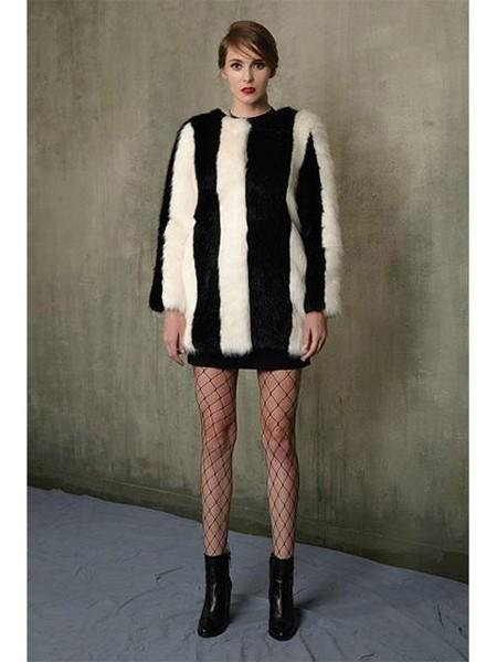JINJIN ISLAND国际品牌品牌经典竖条纹拼色女士中长款仿皮草大衣_黑白撞色