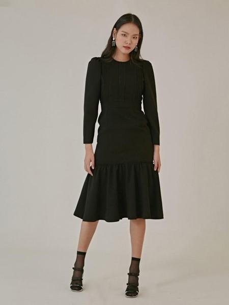 JULIY&CALLA国际品牌优雅拼接褶边钢琴褶装饰圆领A字连衣裙_黑色