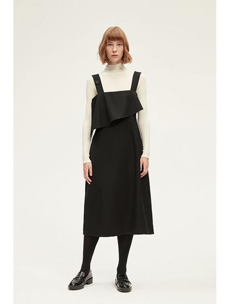 INSIS FEMME国际品牌品牌时尚背带裙
