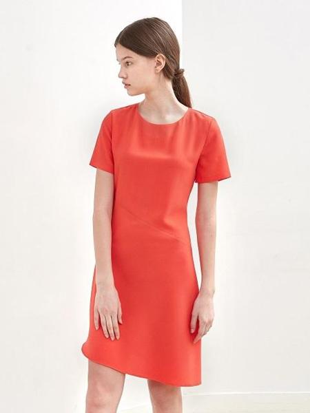 KLEAN国际品牌品牌2020春夏斜线条分隔修身及膝短袖连衣裙_红色
