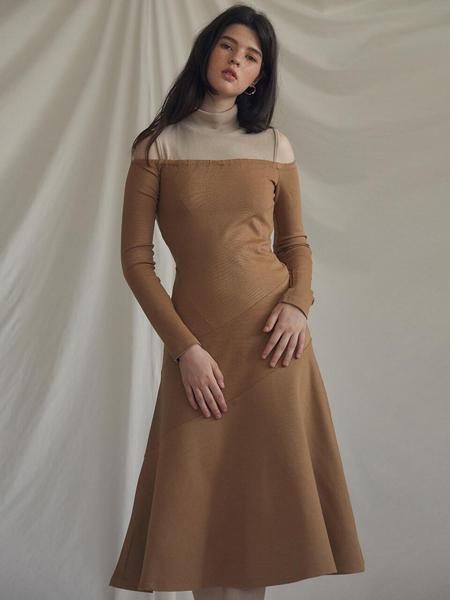 LARTIGENT国际品牌品牌2020春夏修身半高领背心+一字肩连衣裙