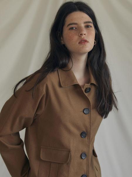 LARTIGENT国际品牌品牌2020春夏宽松翻盖口袋女士短款夹克_褐色
