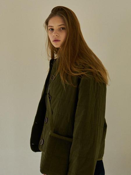 LARTIGENT国际品牌品牌2020春夏经典大纽扣装饰女士圆领短款棉服_军绿色