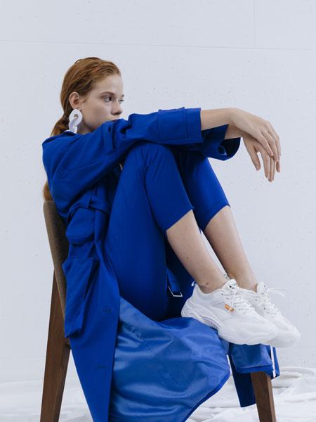 奕色女装品牌2020春夏新款蓝色丝绸大衣