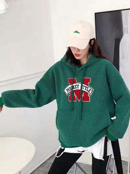 VETERLILY碧成萱女装品牌2019秋冬新款印字卫衣
