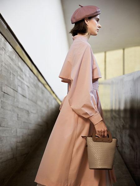 意澳女装品牌2020春夏新款不规则长袖连衣裙