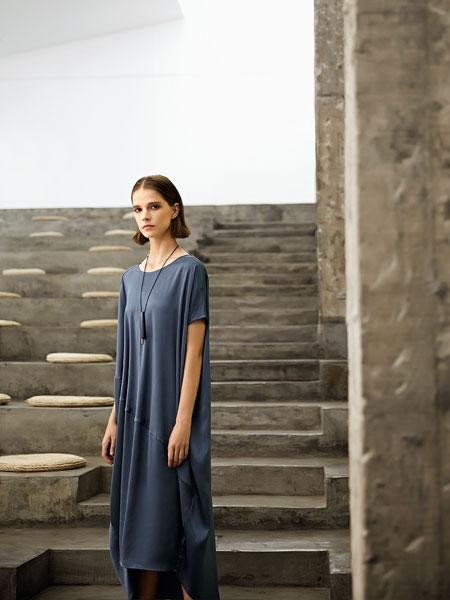 意澳女装品牌2020春夏新款不规则短袖连衣裙