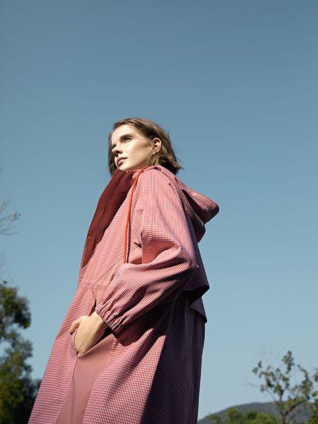 意澳女装品牌2020春夏新款纯色带帽长袖衬衫式连衣裙