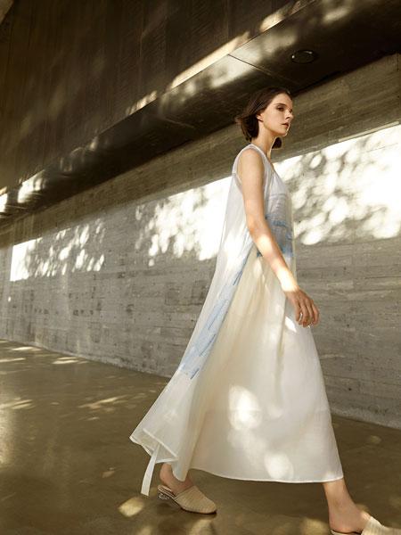 意澳女装品牌2020春夏新款无袖连衣裙