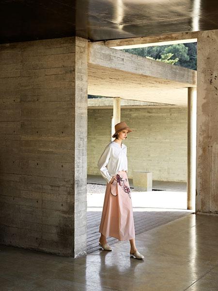 意澳女装品牌2020春夏新款长袖连衣裙