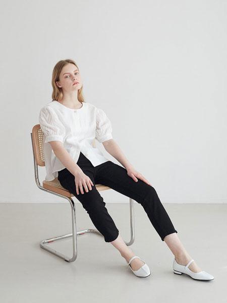 LOYIQ国际品牌品牌2020春夏圆头浅口拼接一字搭扣带女士平跟单鞋_白色