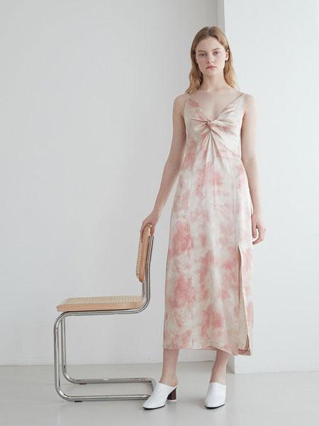 LOYIQ国际品牌品牌2020春夏圆头深口真皮粗高跟穆勒鞋_白色