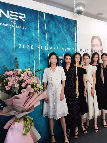 南耳女装品牌2020春夏新款蕾丝黑色连衣裙