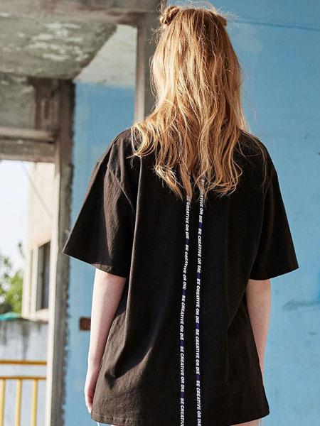 MADMARS国际品牌品牌2020春夏后背两条字母布贴宽松男女同款T恤_黑色