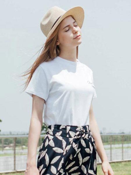 慕莱雅女装品牌2020春夏新款简洁短袖上衣