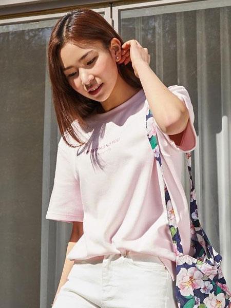 MARYMOND国际品牌2019秋冬宽松圆领胸前字母图案男女同款短袖T恤_粉色