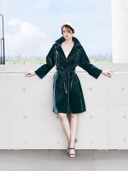 落地客女装品牌2020春夏新款丝绸高领连衣裙