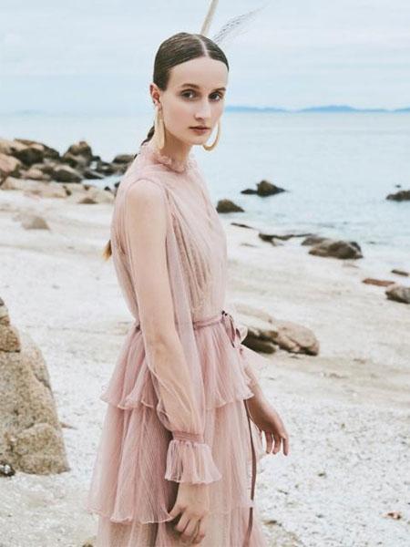 NARU KANG国际品牌品牌2020春夏长款褶边半高领三层裙摆拼接透视轻纱长袖连衣裙_黑色/粉色/砖红色