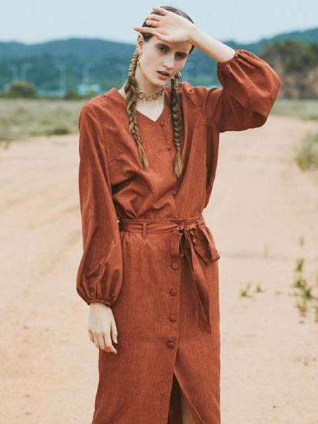 NARU KANG国际品牌品牌2020春夏中长款直筒系扣开襟绑带腰带半身裙_砖红色/淡棕色