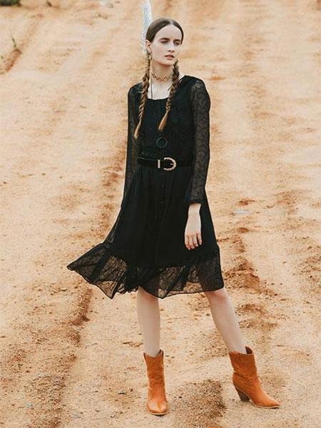 NARU KANG国际品牌品牌2020春夏显瘦褶裥方领长袖蕾丝连衣裙_黑色/红黄色