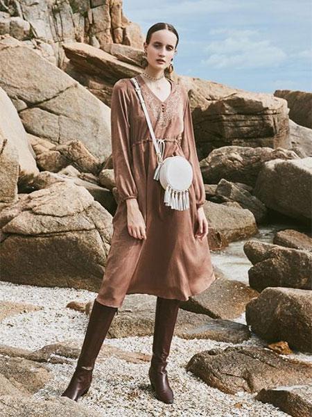 NARU KANG国际品牌品牌2020春夏显瘦V领刺绣设计抽绳系带连衣裙_黑色/褐色