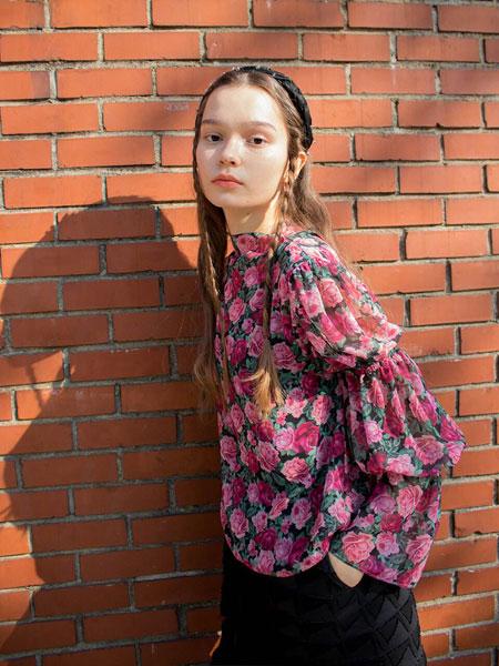 sinoon国际品牌品牌2020春夏优雅松紧蓬松袖女士半高领衬衫_粉色