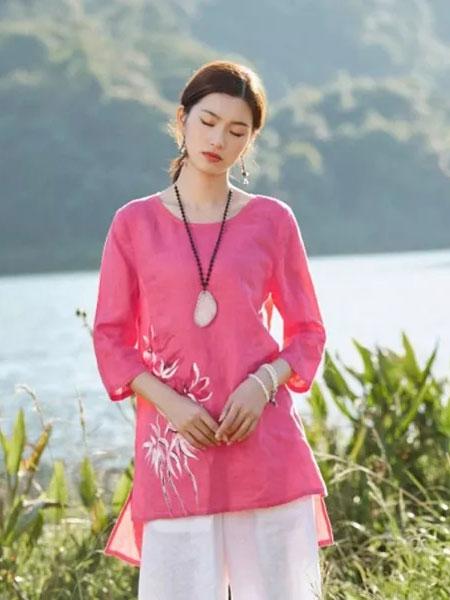 曼茜纱女装品牌2020春夏新款桃红系列复古刺绣上衣