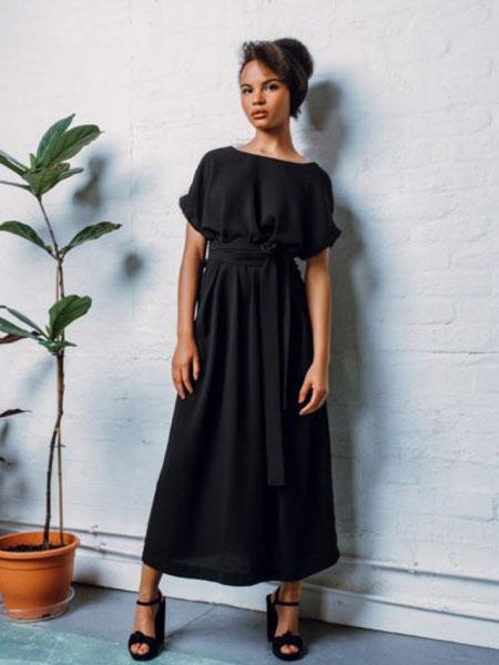 StaSa国际品牌品牌2020春夏新款纯色简洁连衣裙