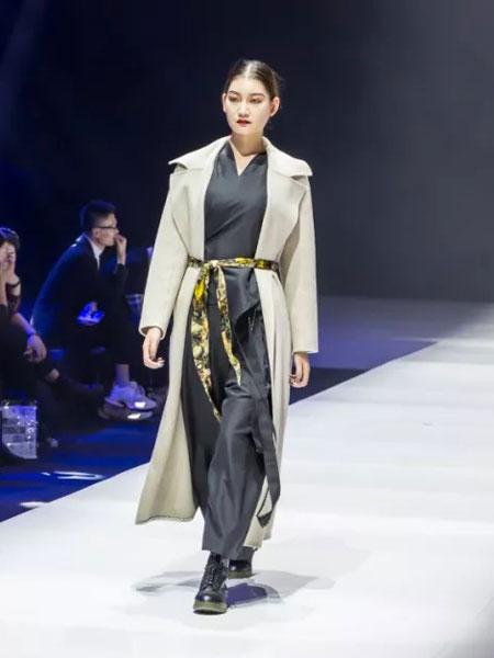 楮墨女装品牌2020春夏新款系带式纯色大衣