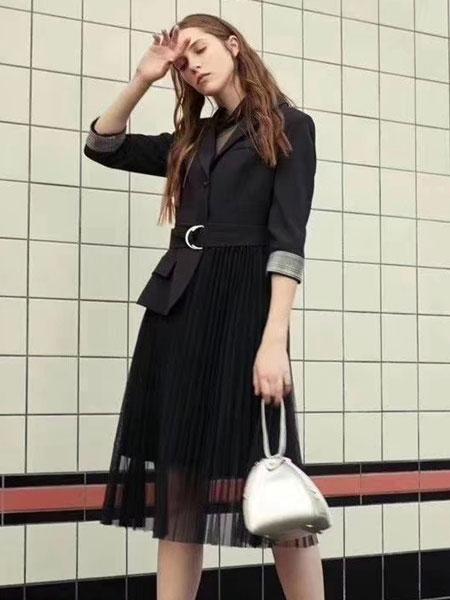 夺宝奇兵女装品牌2020春夏新款纯色缕空连衣裙