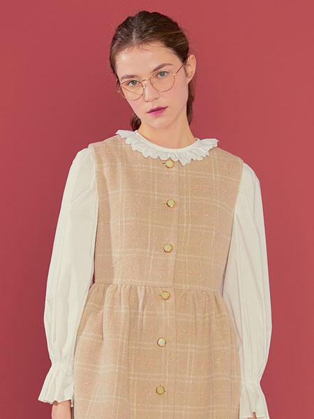 Margarin Fingers国际品牌品牌2020春夏褶皱上衣