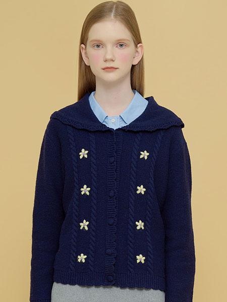 Margarin Fingers国际品牌品牌2020春夏花卉水手开衫