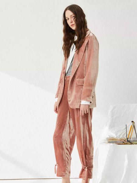 女性日记女装品牌2020春夏纯色毛绒套装