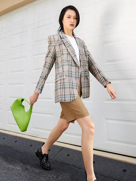 uhot诱货女装品牌2020春夏新款个性格子西装纽扣外套