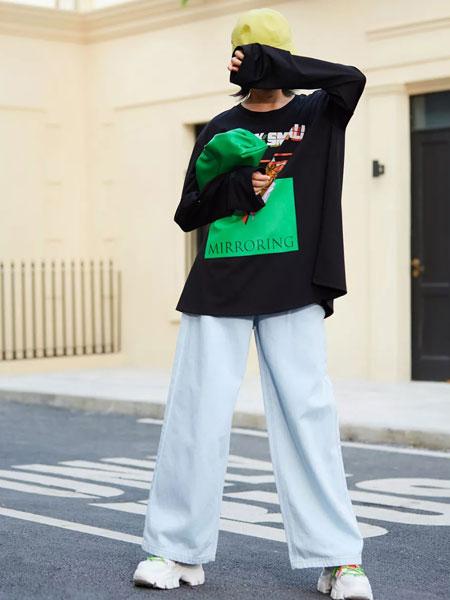 uhot诱货女装品牌2020春夏新款印字图案卫衣