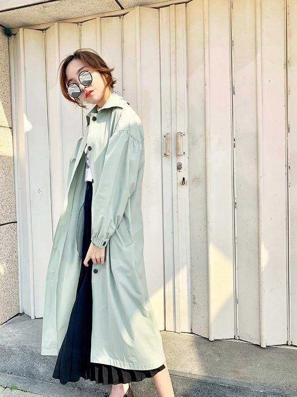 薇薇希女装品牌2020春夏新款纯色可爱纽扣大衣