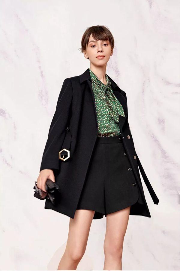 普普风女装品牌2020春夏新款纯色气质外套