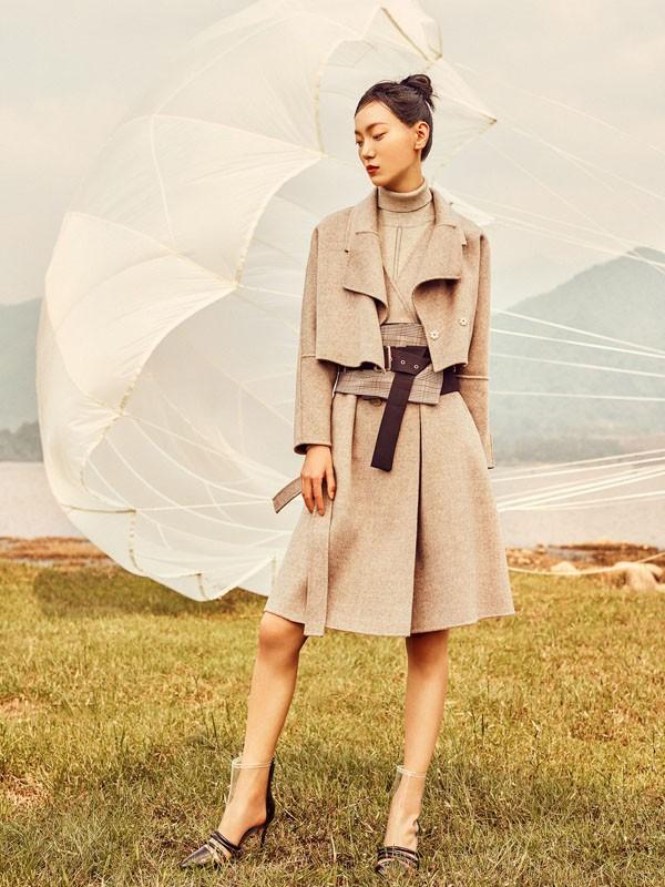 茜纳女装品牌2020秋冬新款纯色毛呢系带式连衣裙