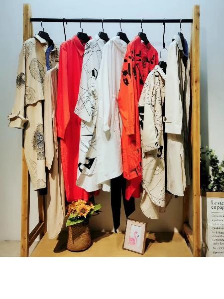 广州品牌折扣女装风衣款衬衫印花修身显瘦系列尾货春装走份批发