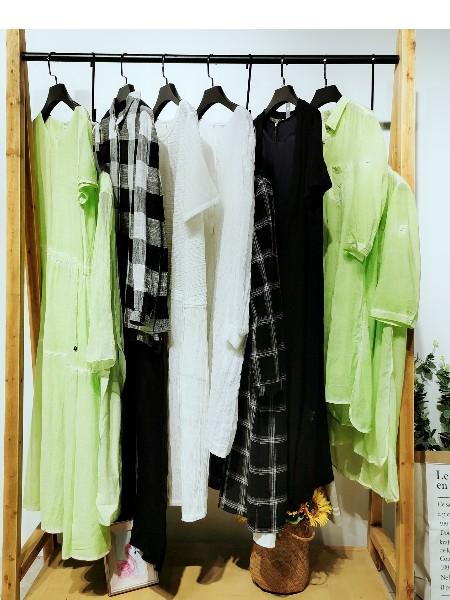 广州卡丽娅服饰有限公司品牌店铺展示