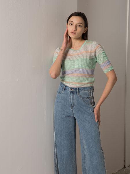 阿莱贝琳女装品牌2020春夏新款彩虹色短袖上衣