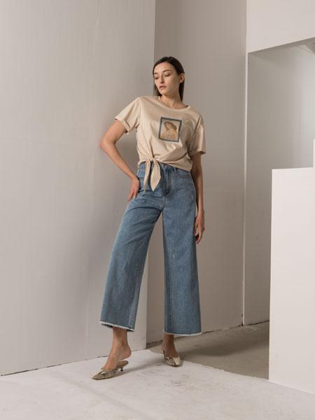 阿莱贝琳女装品牌2020春夏新款纯色图案简洁短袖上衣